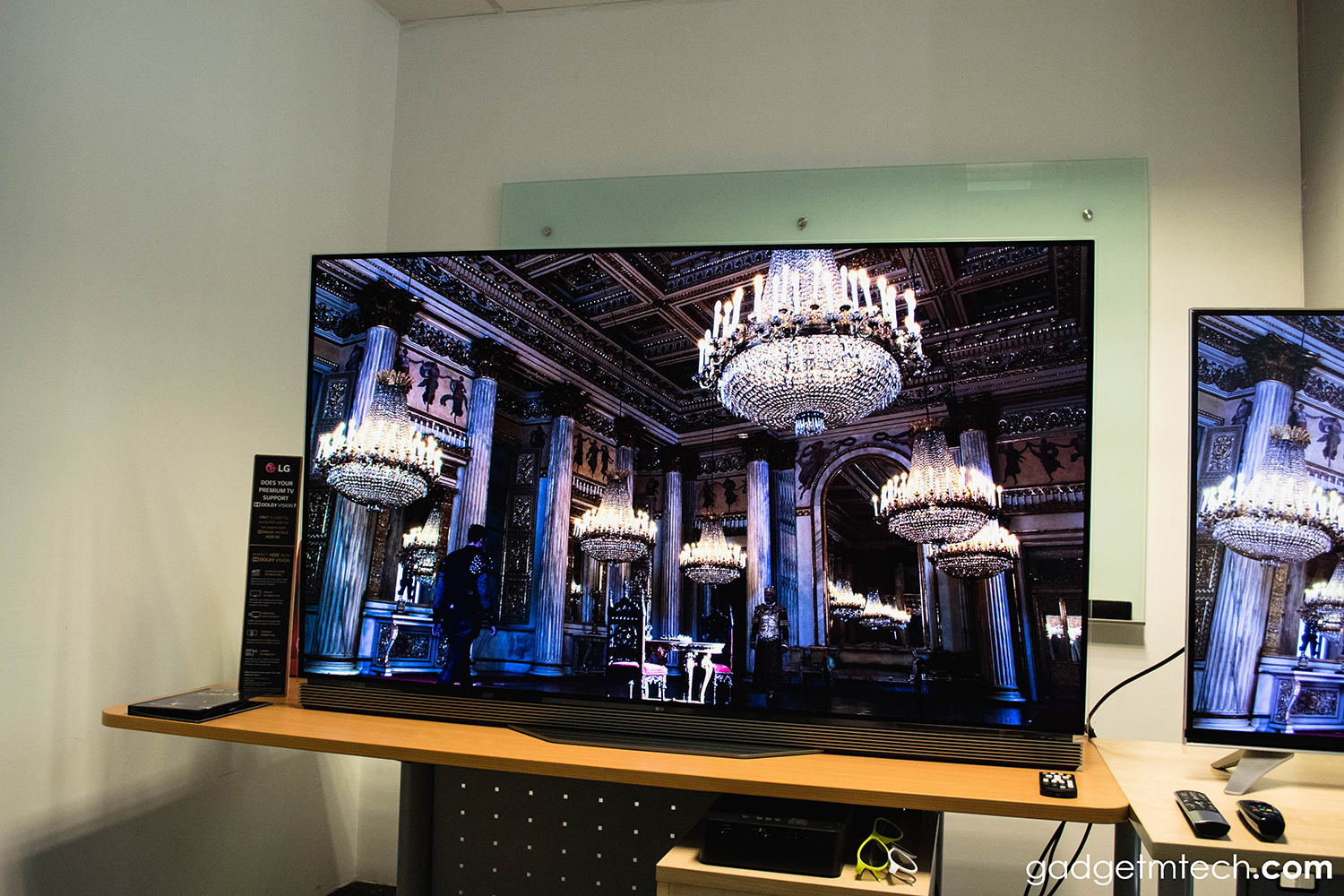 LG E6 OLED 4K HDR Smart TV First Impressions and Quick Review_4