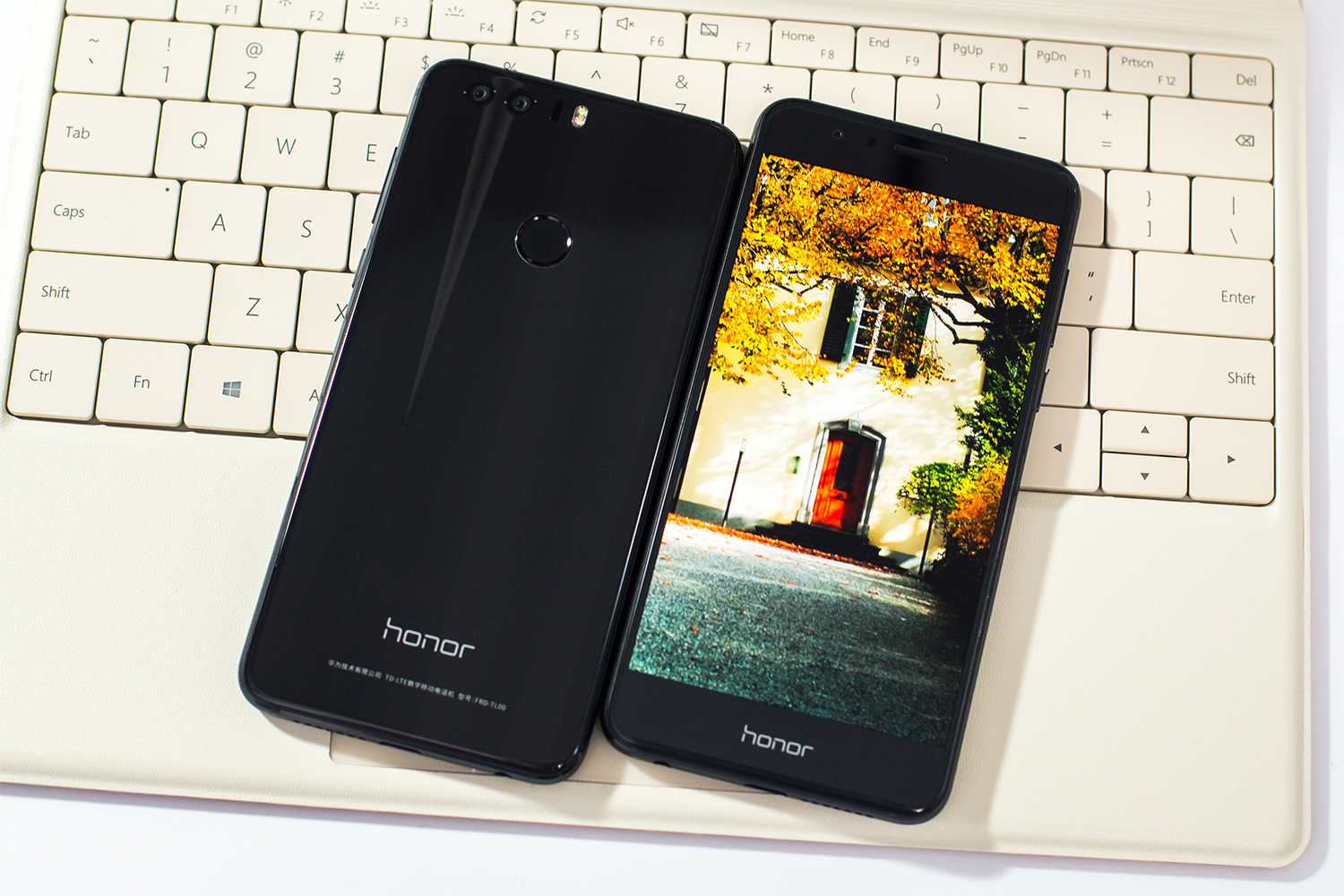 The Honor 8 Is Bringing Black Back_3